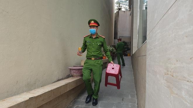 Dỡ cách ly tại khách sạn ở Đà Nẵng nơi 2 khách người Anh dương tính với Covid-19 lưu trú - Ảnh 15.