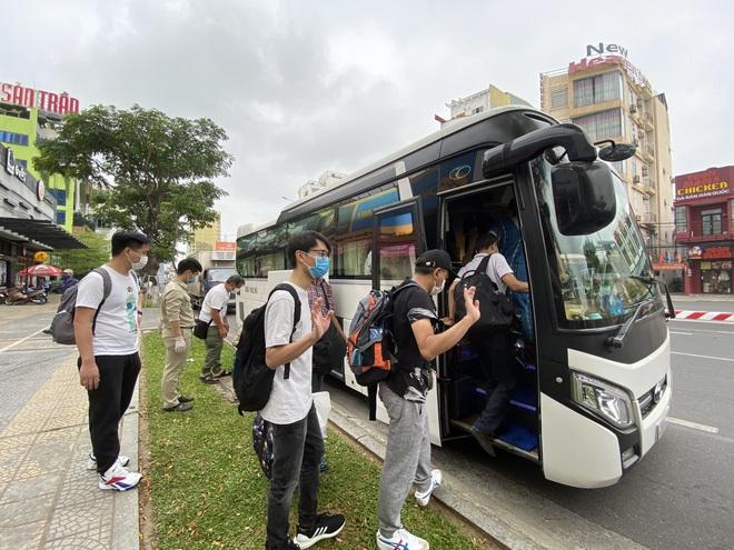 Dỡ cách ly tại khách sạn ở Đà Nẵng nơi 2 khách người Anh dương tính với Covid-19 lưu trú - Ảnh 14.