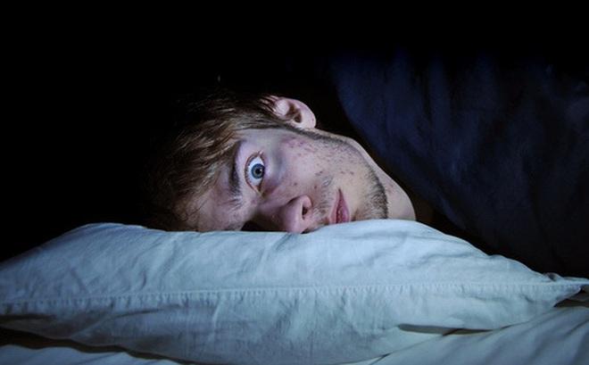 Thức khuya, mệt mỏi dễ bị mất ngủ: Đông y bật mí 6 mẹo để ngủ sâu trong mùa dịch Covid-19