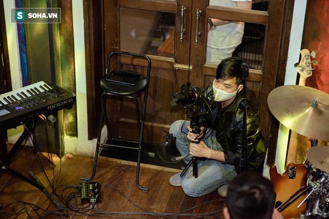 Liveshow không có khán giả của Tuấn Hưng, Quang Hà giữa dịch Covid-19 - Ảnh 16.