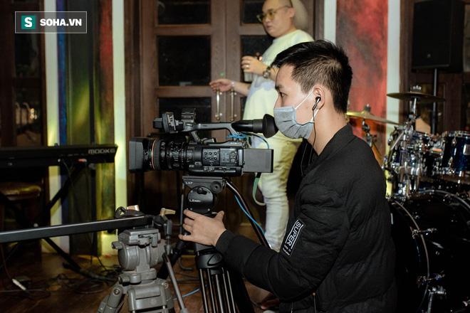 Liveshow không có khán giả của Tuấn Hưng, Quang Hà giữa dịch Covid-19 - Ảnh 15.