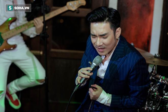 Liveshow không có khán giả của Tuấn Hưng, Quang Hà giữa dịch Covid-19 - Ảnh 9.
