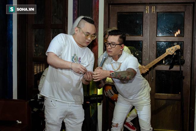 Liveshow không có khán giả của Tuấn Hưng, Quang Hà giữa dịch Covid-19 - Ảnh 11.