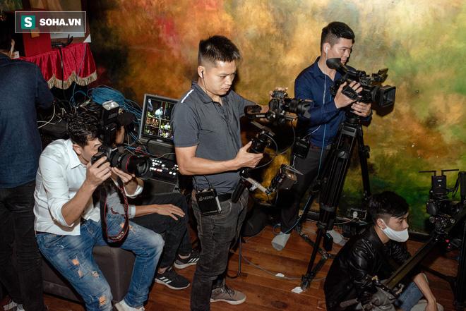 Liveshow không có khán giả của Tuấn Hưng, Quang Hà giữa dịch Covid-19 - Ảnh 12.