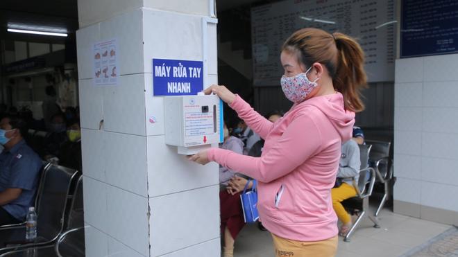 [Dịch Covid-19 ngày 23/3]: Ca bệnh 123 là cô gái từng sống ở Malaysia 3-4 tháng - Cục Quân y đề nghị các gia đình không tiếp tế đồ ăn cho người cách ly - Ảnh 2.
