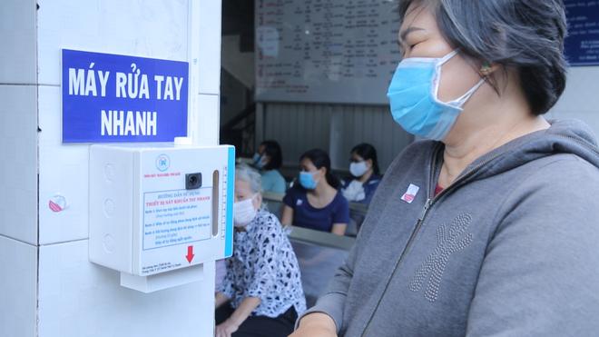 [Dịch Covid-19 ngày 23/3]: Ca bệnh 123 là cô gái từng sống ở Malaysia 3-4 tháng - Cục Quân y đề nghị các gia đình không tiếp tế đồ ăn cho người cách ly - Ảnh 3.