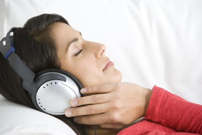 Thức khuya, mệt mỏi dễ bị mất ngủ: Đông y bật mí 6 mẹo để ngủ sâu trong mùa dịch Covid-19 - Ảnh 5.