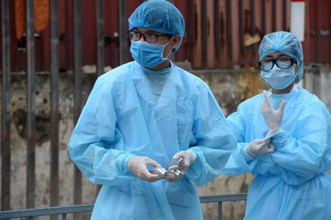 """[Dịch Covid-19 ngày 23/3]: Thêm 2 ca bệnh là người Việt từ Campuchia về; Phó Thủ tướng Vũ Đức Đam: """"Tình huống xấu nhất, chúng tôi dự tính tới 30.000 trường hợp bị nhiễm - Ảnh 1."""