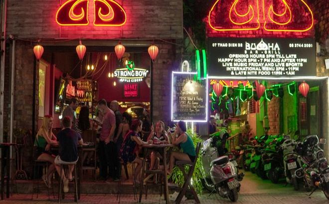 Lời phân bua khó chấp nhận của quán bar có khách nhiễm Covid-19, mở cửa bất chấp lệnh cấm