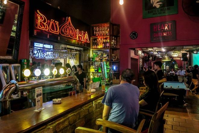 Lời phân bua khó chấp nhận của quán bar có khách nhiễm Covid-19, mở cửa bất chấp lệnh cấm - Ảnh 2.