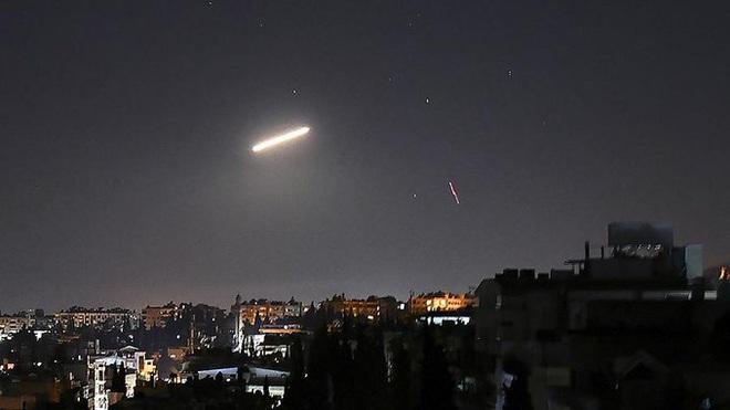 Căn cứ Khmeimim bị tên lửa tập kích, nắm đấm thép của Shoigu đã sẵn sàng ở Syria - Mỹ đưa Patriot áp sát biên giới - Ảnh 1.