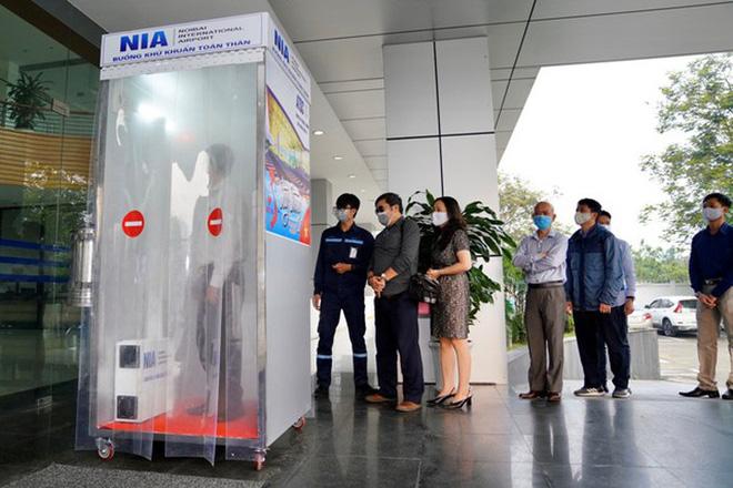 Nhóm kỹ sư sân bay Nội Bài sáng chế buồng khử khuẩn trong 3 ngày - Ảnh 1.
