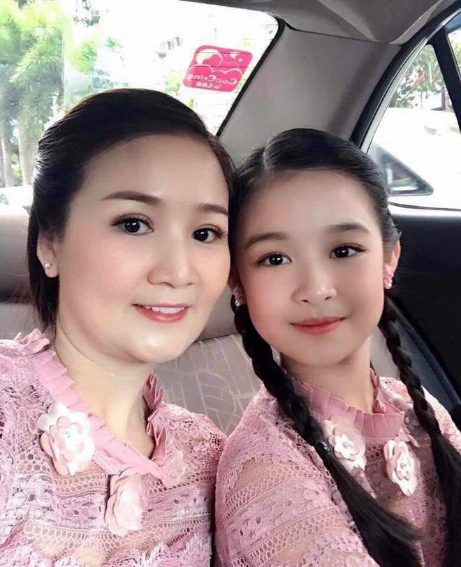 Cặp mẹ con khiến ai nhìn cũng thích vì quá xinh, profile của cô con gái rất khủng nhưng sự nghiêm khắc của người mẹ lại càng được chú ý - ảnh 13