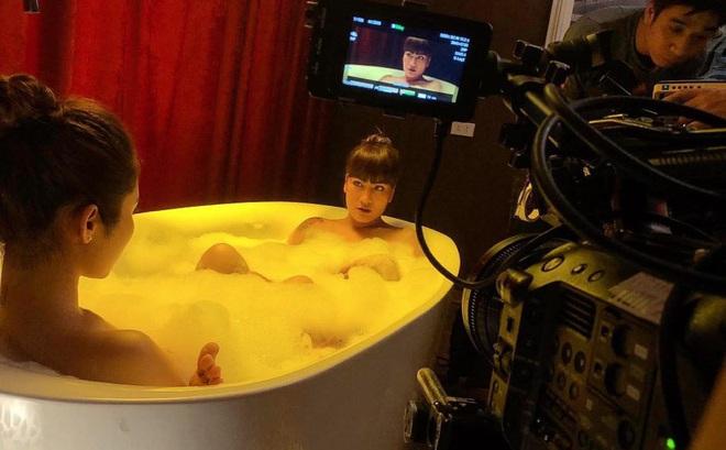 """Chuyện hài hước khi diễn viên nữ phải quay """"cảnh nóng"""" trong mùa dịch Covid-19"""