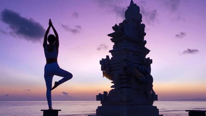 Bộ ảnh tập Yoga vòng quanh thế giới tuyệt đẹp, danh tính của nhân vật chính còn gây bất ngờ hơn - Ảnh 1.
