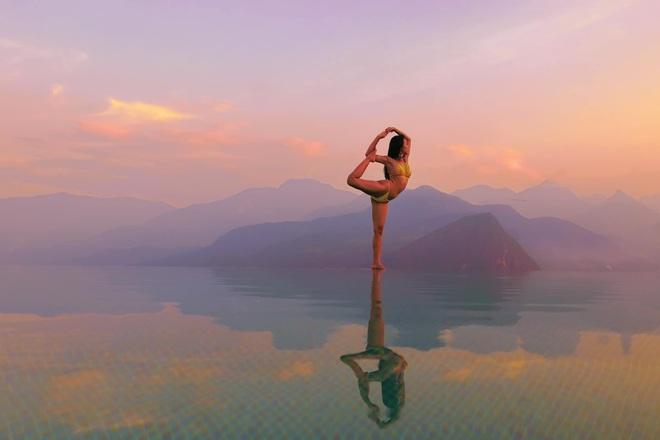 Bộ ảnh tập Yoga vòng quanh thế giới tuyệt đẹp, danh tính của nhân vật chính còn gây bất ngờ hơn - Ảnh 2.