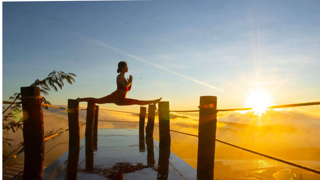 Bộ ảnh tập Yoga vòng quanh thế giới tuyệt đẹp, danh tính của nhân vật chính còn gây bất ngờ hơn - Ảnh 3.