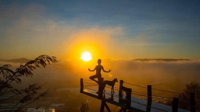 Bộ ảnh tập Yoga vòng quanh thế giới tuyệt đẹp, danh tính của nhân vật chính còn gây bất ngờ hơn - Ảnh 4.