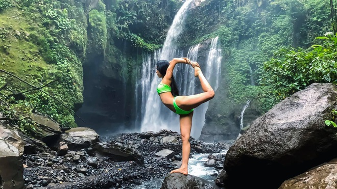 Bộ ảnh tập Yoga vòng quanh thế giới tuyệt đẹp, danh tính của nhân vật chính còn gây bất ngờ hơn - Ảnh 9.