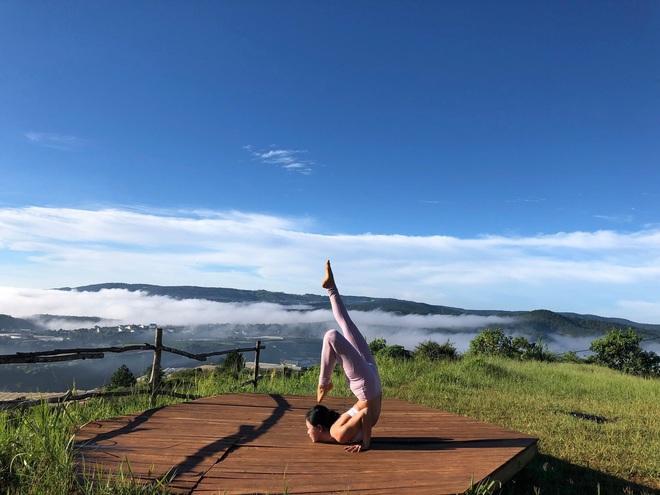 Bộ ảnh tập Yoga vòng quanh thế giới tuyệt đẹp, danh tính của nhân vật chính còn gây bất ngờ hơn - Ảnh 14.