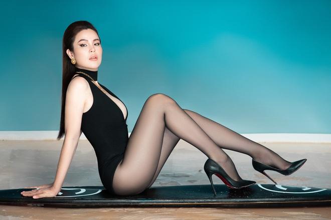 Dù đã 3 con nhưng Hoa hậu Phương Lê vẫn diện bikini quyến rũ - Ảnh 1.