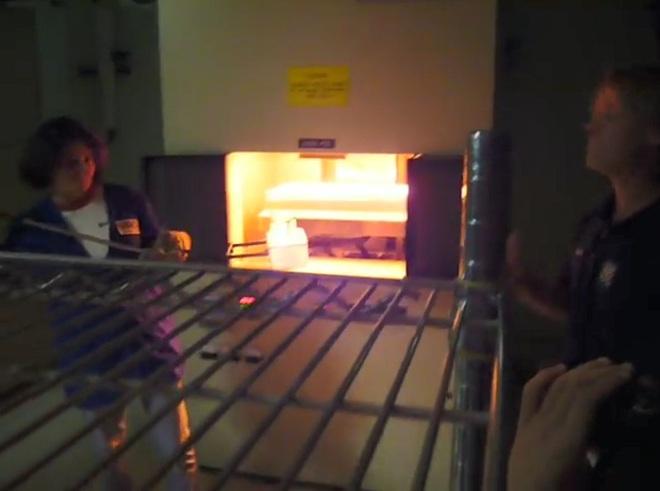Bí ẩn phía sau viên gạch nóng 1.200 độ C có thể cầm lên bằng tay không - Ảnh 3.