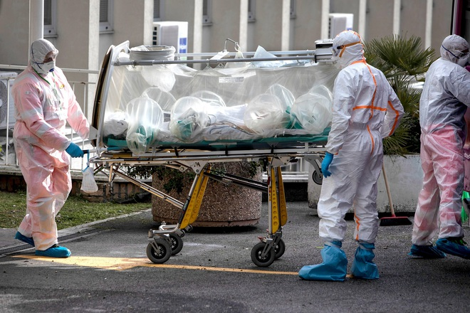 Đều sở hữu hệ thống y tế hàng đầu thế giới, vì sao Đức có tỷ lệ tử vong thấp hơn Italy hàng chục lần trong dịch Covid-19? - Ảnh 1.