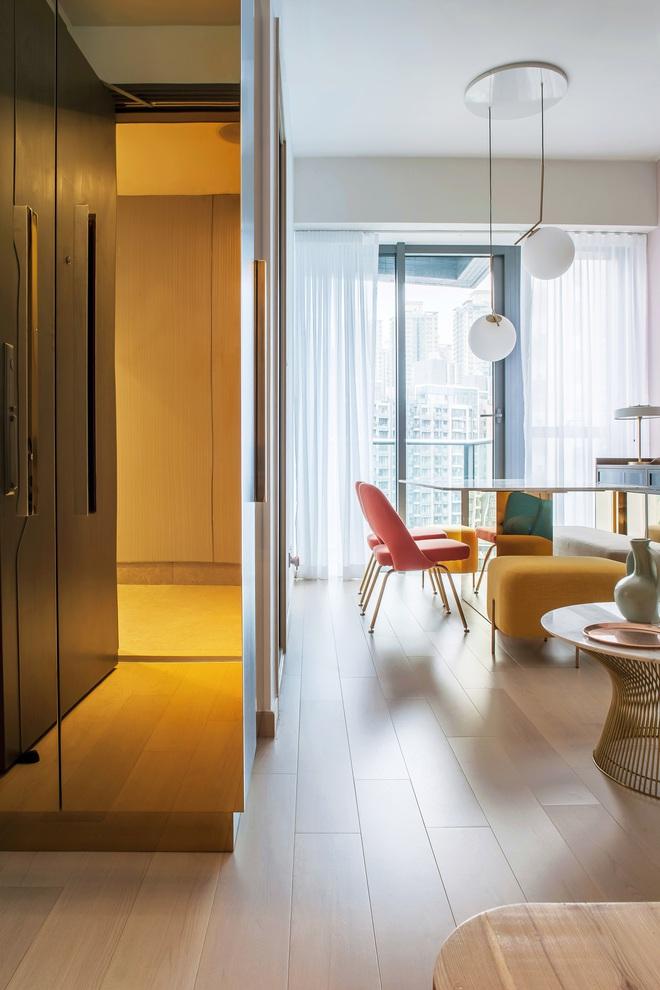 Từ nhàm chán nhạt nhẽo, căn hộ 46m² đã được lột xác với tường và đồ nội thất có màu rực rỡ - Ảnh 2.