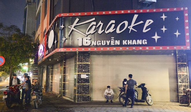 Hình ảnh khác lạ của các phố karaoke nổi tiếng Hà Nội sau chỉ đạo đóng cửa tạm thời - Ảnh 2.