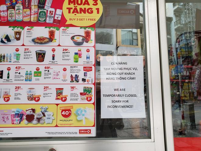 Sau thông tin có người nhiễm Covid-19, nhiều khách hàng vẫn tìm đến Circle K Chùa Láng  - Ảnh 1.