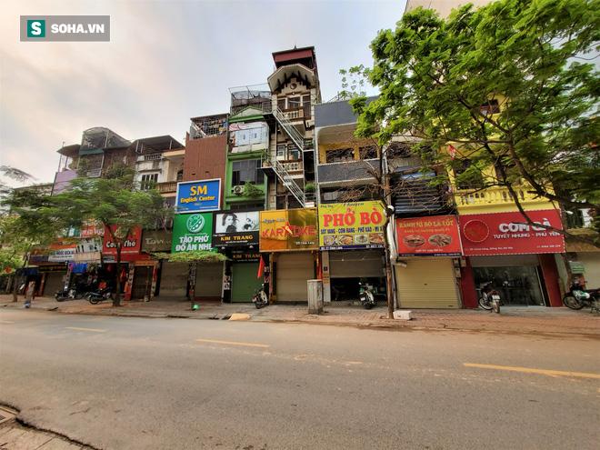 Trung tâm Hà Nội vắng lặng khi hàng loạt quán cà phê, hàng ăn đồng loạt đóng cửa - Ảnh 7.