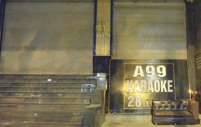Hình ảnh khác lạ của các phố karaoke nổi tiếng Hà Nội sau chỉ đạo đóng cửa tạm thời - Ảnh 5.