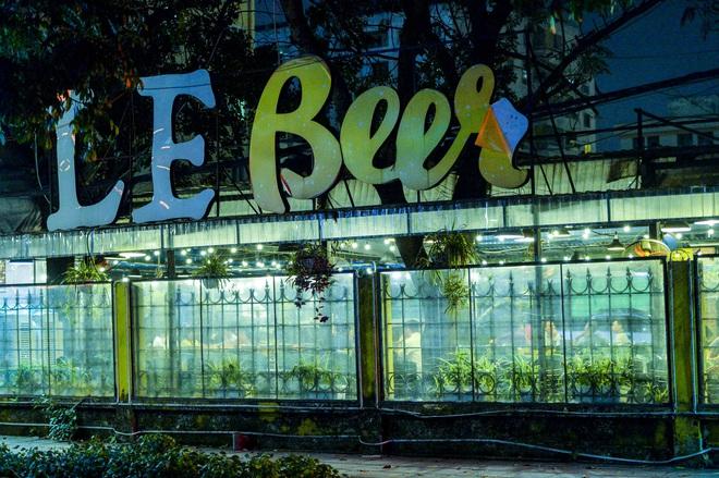 Bất chấp yêu cầu đóng cửa, nhiều quán cà phê, bia hơi ở Hà Nội vẫn hoạt động - Ảnh 5.