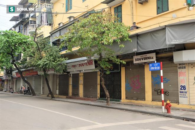 Trung tâm Hà Nội vắng lặng khi hàng loạt quán cà phê, hàng ăn đồng loạt đóng cửa - Ảnh 1.