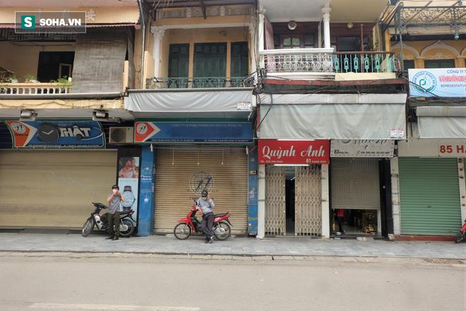 Trung tâm Hà Nội vắng lặng khi hàng loạt quán cà phê, hàng ăn đồng loạt đóng cửa - Ảnh 2.