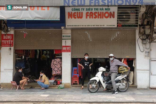 Trung tâm Hà Nội vắng lặng khi hàng loạt quán cà phê, hàng ăn đồng loạt đóng cửa - Ảnh 3.