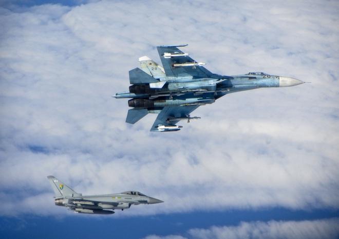 NÓNG: Tiêm kích Su-27 Nga đâm thẳng xuống Biển Đen - Khẩn trương tìm cứu - Ảnh 1.