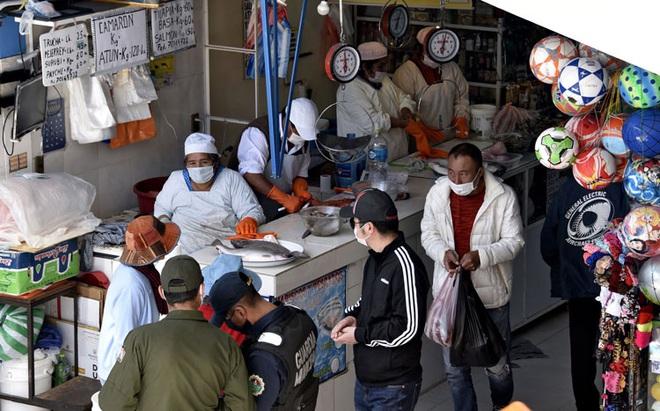 COVID-19: Mỹ ghi nhận thêm gần 11.000 ca dương tính trong 1 ngày; Nhật Bản có số nhiễm mới kỉ lục - Ảnh 1.