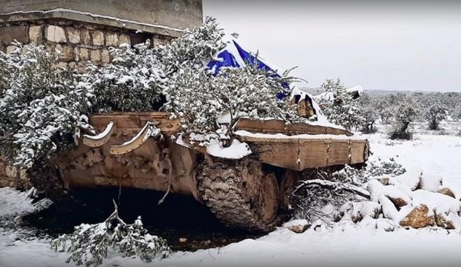 QĐ Syria độ chế xe tăng chuẩn bị tấn công Idlib: Đánh thẳng vào điểm mù của UAV Thổ? - Ảnh 2.