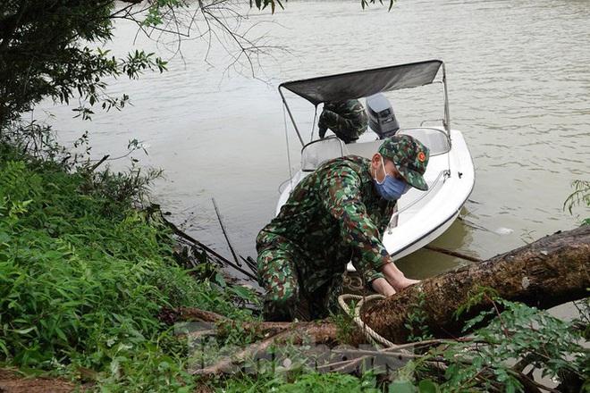 259 học viên Biên phòng lên biên giới dầm mưa chống đại dịch - Ảnh 11.