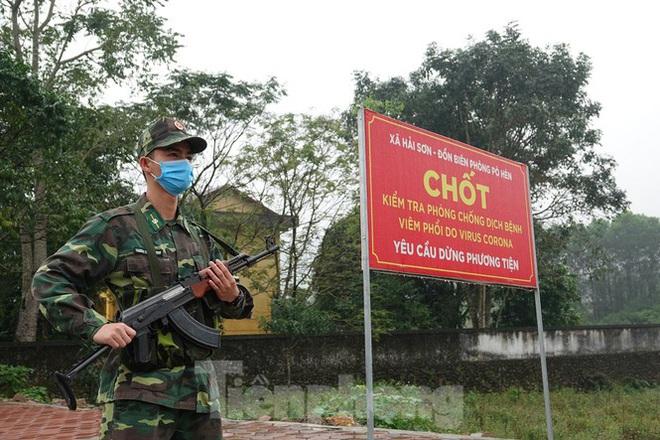 259 học viên Biên phòng lên biên giới dầm mưa chống đại dịch - Ảnh 3.