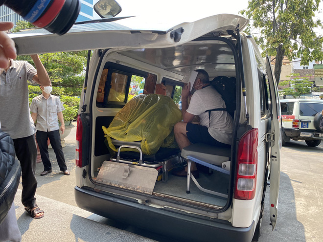 [Clip] Giám đốc Sở Y tế bật khóc, bác sĩ điều trị hứa sẽ tiếp tục chiến đấu ngày 3 bệnh nhân Covid-19 ra viện - Ảnh 3.