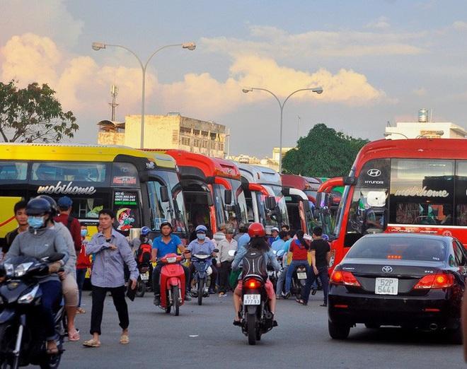 TP HCM ngưng hoạt động 54 tuyến xe buýt trong 19 ngày - Ảnh 2.
