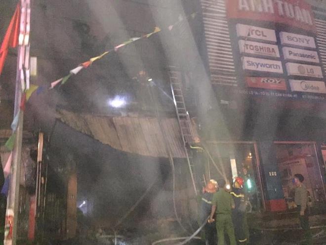 2 ông cháu mắc kẹt tử vong thương tâm khi cháy cửa hàng thiết bị ô tô - Ảnh 2.