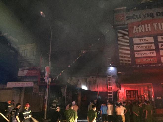 Hiện trường vụ cháy cửa hàng thiết bị ô tô khiến 2 ông cháu tử vong - Ảnh 3.