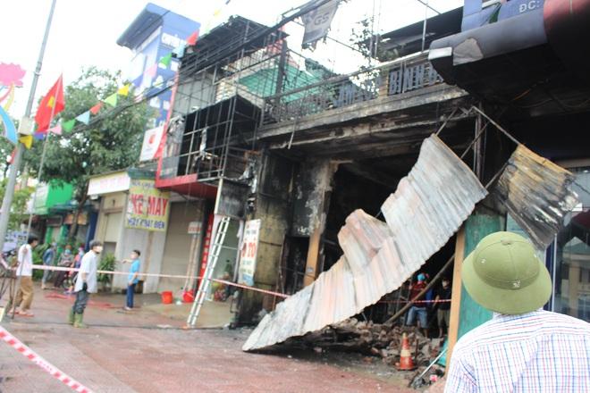 Hiện trường vụ cháy cửa hàng thiết bị ô tô khiến 2 ông cháu tử vong - Ảnh 14.