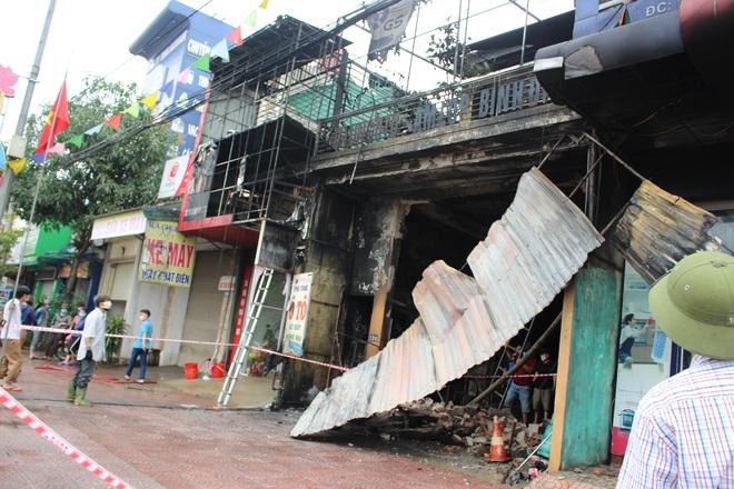 Hiện trường vụ cháy cửa hàng thiết bị ô tô khiến 2 ông cháu tử vong - Ảnh 1.