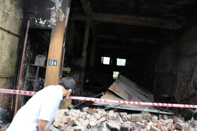 Hiện trường vụ cháy cửa hàng thiết bị ô tô khiến 2 ông cháu tử vong - Ảnh 13.