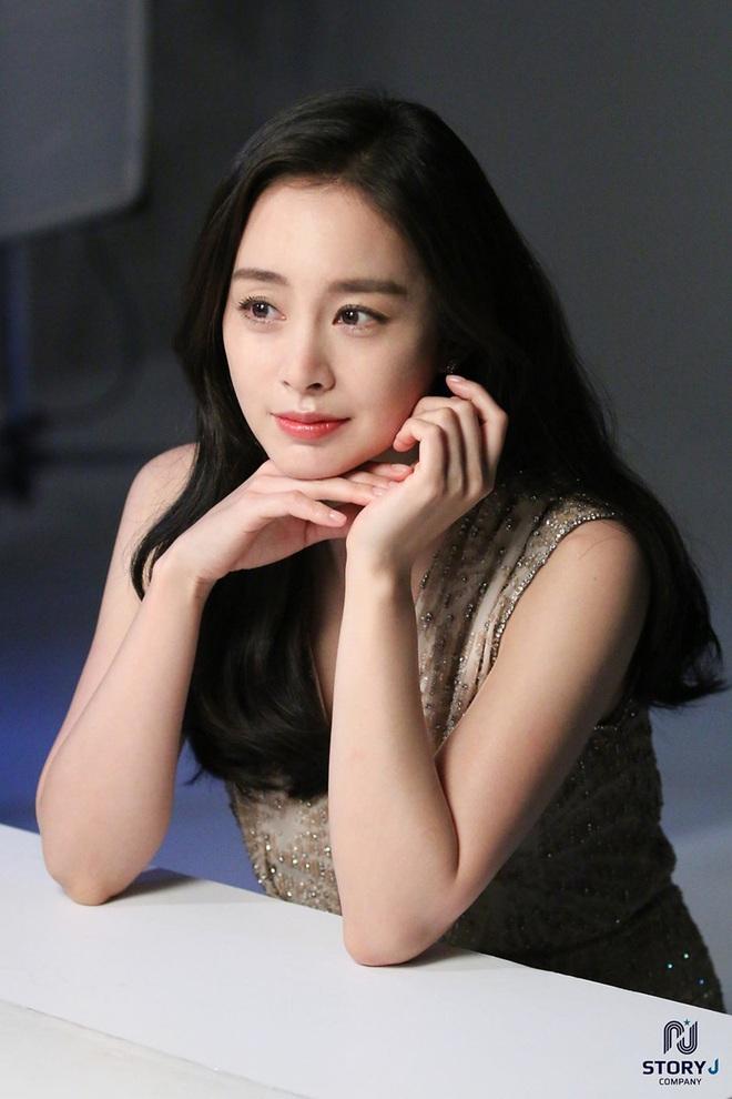 Từng là tam giác cân bất phân thắng bại của Kbiz thế nhưng chỉ sau 1 năm Song Hye Kyo lại lép vế hoàn toàn trước Kim Tae Hee và Jun Ji Hyun ở điểm này - ảnh 16