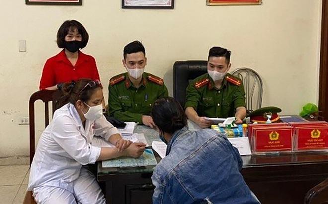 Một phụ nữ ở Hà Nội bị phạt 200.000 đồng vì không đeo khẩu trang phòng dịch Covid-19